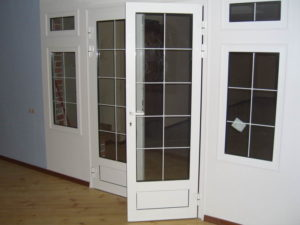 Межкомнатные двери из металлопластика